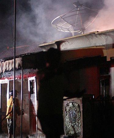Rumah Eks Bos Bus Dilalap Api