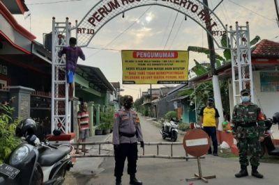 Diduga Imam Salat Tarawih Batuk tanpa Masker, 56 Warga Positif Corona