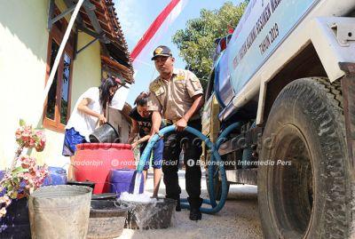 Kekurangan Air Bersih Terus Meluas