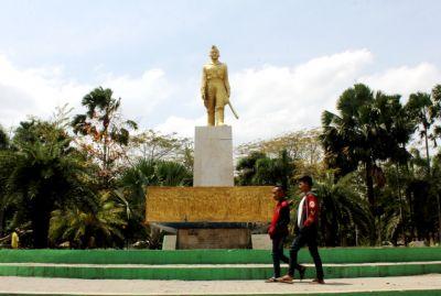 Geser Patung Mayor Bismo di Alun-Alun Kota Kediri