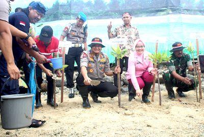 Pangdam dan Kapolda Pimpin Penanaman 10 Ribu Mangrove di Pantai Jepara
