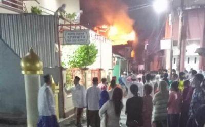 Breaking News! Ditinggal Hajatan, Rumah Pengusaha Piala Dilalap Api