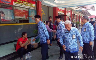 Mantan Bupati Sragen Agus Rayakan Ultah ke-57 di Balik Sel