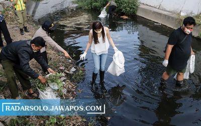 Langgar Prokes di Solo, Siap-Siap Disanksi Bersihkan Selokan 8 Jam