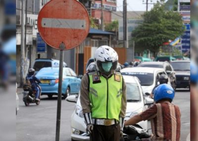Sudah Pasang Patung Polisi, Pengguna Jalan Masih Saja Membandel