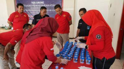 Cegah Narkoba, Puluhan Pegawai Rutan Banjarsari Cerme Dites Urine