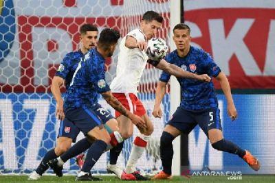 Lewandowski Dimatikan, Slovakia Permalukan Polandia