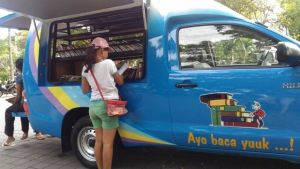 Perpustakaan Keliling Kota Denpasar Sasar Sekolah dan Tempat Umum
