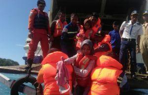 Dihantam Gelombang, KMP Swarna Cakra Kandas, Seluruh Penumpang Selamat