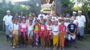Isi Hari Libur, Anak-anak Desa Pekraman Tunjuk Ikut Pasraman