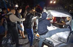 Ditabrak Truk Gilimanuk-Denpasar, Carry Ringsek, Sopir Terjepit