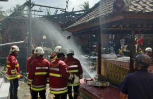 Diduga Korsleting Listrik, Bale Adat di Seminyak Terbakar