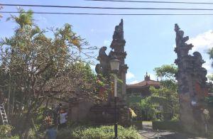 Ujung Gapura Mau Roboh Akibat Gempa, Pintu Masuk DPRD Bali Ditutup