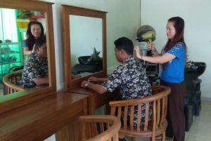 Sering Dilatih Tata Rias, Disabilitas Tuna Rungu Buka Salon