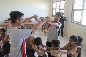 OSIS SMA Al Abanna Denpasar Bakti Sosial di Desa Tianyar