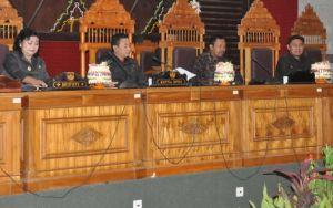 Dewan Karangasem Sahkan Tiga Raperda