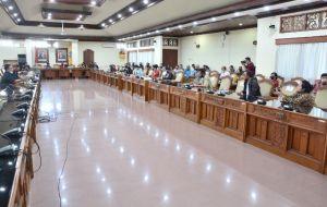 Jelang Pengumuman PPDB, Puluhan Orang Tua Mesadu ke DPRD Bali