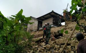 Tembok Panyengker Longsor, Sebuah Palinggih Tergerus