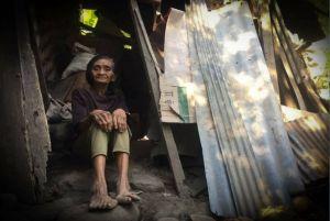 Tak Mau ke Panti Jompo, Nenek Sari Pilih Tinggal di Gubuk Reot