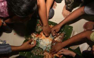 Tradisi Megibung di Kampung Islam Kepaon