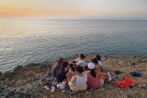 Eksostisnya Pantai Tegal Wangi Jimbaran Kala Senja