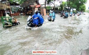 Banjir Rendam Jalan Tangkuban Perahu