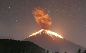 Gunung Agung Meletus, 20 Kecamatan dan 53 Desa Diguyur Hujan Abu