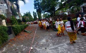Bangunan Sekolah dan Fasum Rusak, Pulangkan Siswa Lebih Cepat