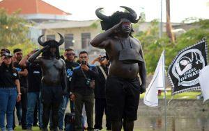 Upacara Bendera di Bali Dipimpin Kebo-keboan, Ternyata Ini Maksudnya..