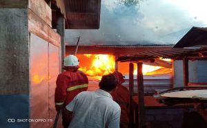 Duh, Diduga Korsleting Listrik, Tiga Kios Pasar Abang Ludes Terbakar