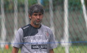 Jelang Duel Kontra Persebaya, Coach Teco Terkenang Masa Lalu