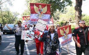 Mirip Reuni, Netizen Cemooh Aksi Dukung Revisi UU KPK di DPRD Bali