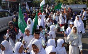 Ribuan Umat Muslim Badung Tumpah Ruah Gelorakan Cinta dan Nasionalisme