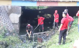 Musim Hujan Segera Tiba, Bupati Arta Minta Stop Buang Sampah ke Sungai