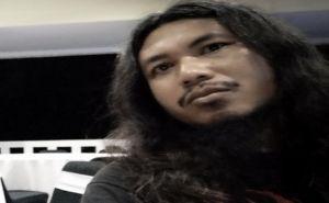 Menolak Punah, Vokalis Death Harmony Buka Lapak di Karangasem