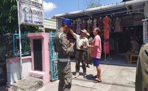 Cek Penggunaan Aksara Bali, Petugas Datangi Tempat Usaha. Hasilnya?