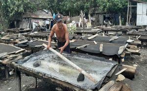 Minim Regenerasi, Jumlah Petani Garam Desa Kusamba Kian Menyusut