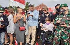Kenalkan Eko Wisata Saba Asri, Lepas 10 Ribu Tukik ke Pantai Saba