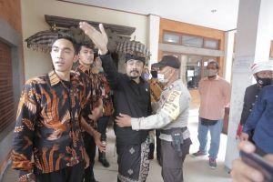 Pertanyakan Aspirasi, AWK: Mereka Mewakili Rakyat Bali? Rakyat Mana?