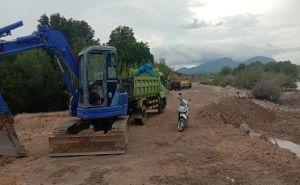 Pasir Dekat Mangrove Dikeruk, Khawatir Abrasi, Warga Pejarakan Protes