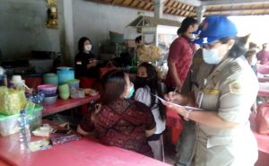 TERCIDUK! Belasan Pegawai Pemkab Gianyar Nongkrong saat Jam Kerja