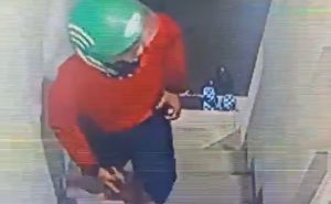 Terduga Pembunuh Dwi Farica Terekam CCTV Pakai Helm Ojol & Baju Merah