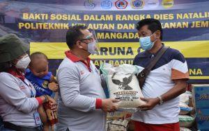 Bersih-bersih Pantai, Taruna Care Bantu Korban Banjir Medewi
