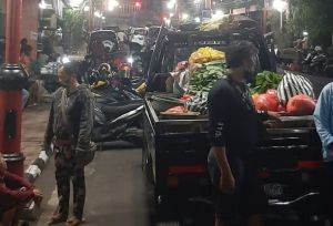 Pedagang Berjualan di Badan Jalan, Pol PP Gianyar Ancam Denda 25 Juta