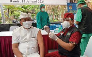 Usai Divaksin Covid-19, Bupati Bangli Tegas Tak Ada Debat Vaksin