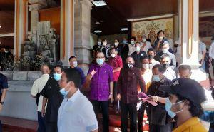 Tak Tertampung di Sekolah Negeri, Ratusan Wali Murid Demo ke DPRD Bali