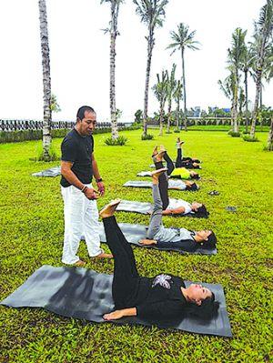 Menginap di Ketapang Indah, Dapat Yoga by The Beach