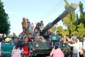 Ribuan Orang Menyemut Berebut Melihat Alat Tempur TNI