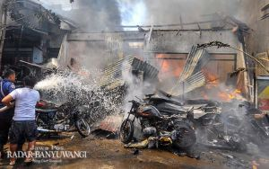 Selamat Tinggal Pusat Onderdil Motor Lawas, Semuanya Ludes Terbakar