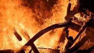 Kebakaran Tumpukan Kayu Hebohkan Warga Curah Jeru